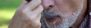 Pflegedienst in Remscheid - Älterer Mann wird im Rahmen der Grundpflege gefüttert