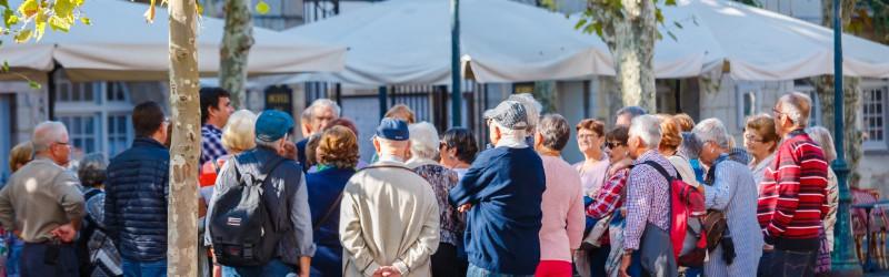 Senioren beim Ausflug als privates Betreuungsangebot